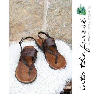 BOC Born Concept Brown Sandals Shoes Size 9
